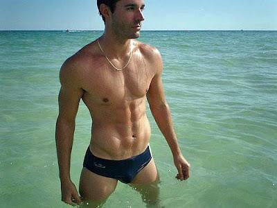 Swimpixx - pics of men in swimmwer: speedos, aussiebum, sungas, & nike. Brazilian homens nos sungas abraco sunga. Free photos of speedo men, hot gay men in speedos and aussiebum. Swimpixx blog for sexy speedos.