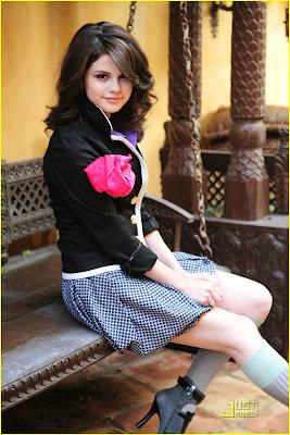 سلينا صور + معلومات =) Selena-gomez-spring-shoot-05