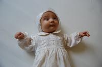 vakre jenta vår i dåpskjolen