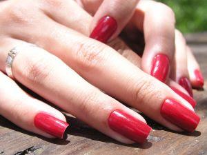 Faça seus esmaltes durarem mais nas unhas e na embalagem