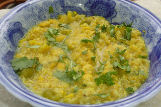 Gujarati Fada Ni Khichdi, vegetarian snack with broken wheat and daal