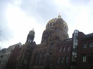 http://1.bp.blogspot.com/_4aLZq1h_tMk/RiQCz90TflI/AAAAAAAAAQ4/49J74X6CZDU/s320/0109-+La+nouvelle+synagogue.JPG