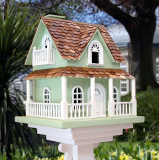 Hobbitt Bird House