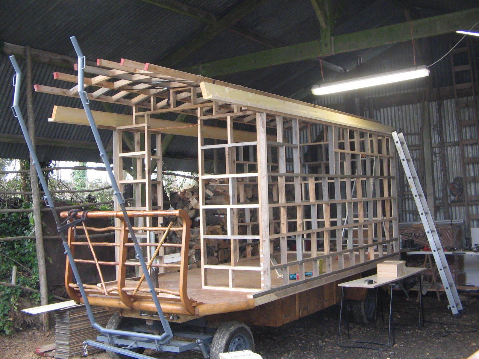 halte terre native construction de la roulotte suite. Black Bedroom Furniture Sets. Home Design Ideas