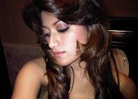 http://1.bp.blogspot.com/_4cCXjtzFitQ/S2ZgufID7II/AAAAAAAACR0/AHhk71CyCKM/s200/Dewi+Mayriska+dugem+party+07.jpg