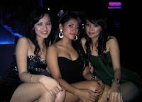 http://1.bp.blogspot.com/_4cCXjtzFitQ/S2ZgvOWMGnI/AAAAAAAACSE/4SGU28hwAX0/s200/Dewi+Mayriska+dugem+party+09.jpg