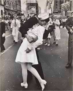 Times Square World War II kiss