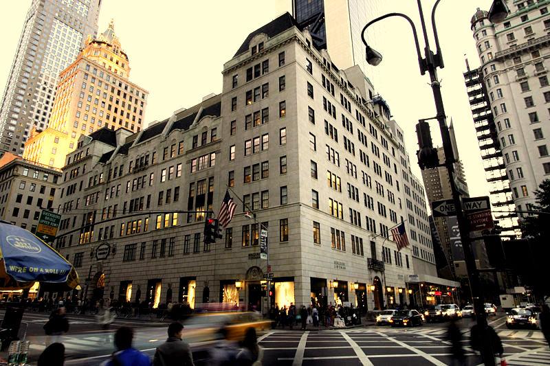 336197a9e7e New York a Seus Pés  Espaço Grife - Bergdorf Goodman