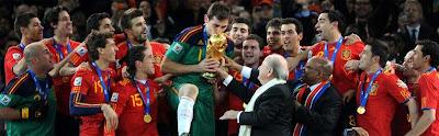 Casillas+besando+copa España campeona del Mundo de fútbol