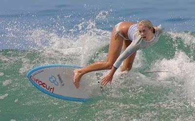 Surfista sigue en activo después de que un tiburón le amputara un brazo