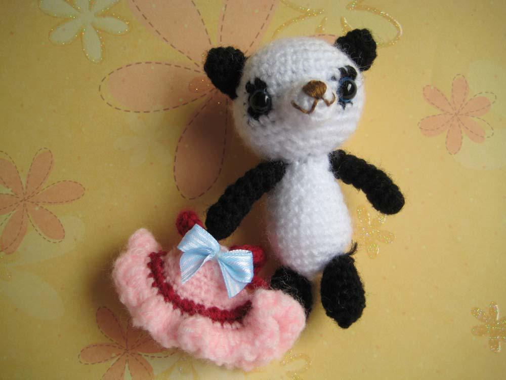 Amigurumi Panda Patroon : Free amigurumi baby panda girl Crochet Pattern