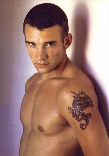 Chelsea soccer player andriy shevchenko with design dragon tribal tattoo on