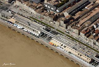 Photo aerienne rapprochée du quartier des Chartrons a Bordeaux