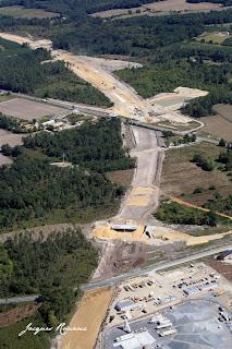 vue aérienne du chantier de l'autoroute A65 Langon Pau