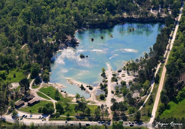 vue aérienne du Lac Bleu à Léognan en Gironde