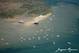 photo aerienne de l'ile aux oiseaux et des cabanes tchanquees