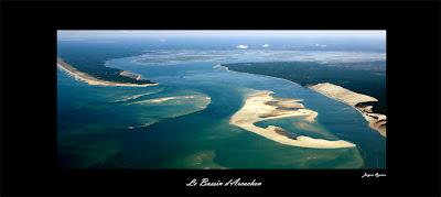 Vue aérienne des passes du Bassin d'Arcachon à marée basse.