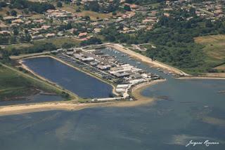 Vue aerienne du port ostreicole de La Teste sur le Bassin d'Arcachon