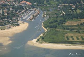 Vue aerienne du port de La Hume entre Lateste et Gujan Mestras