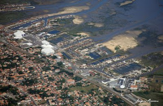 photo aerienne du port de Gjan Mestras et du lycée professionnel