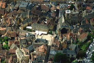 Photo aérienne de la citée médiévale de Sarlat la Canéda