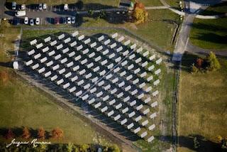 Vue aerienne de panneaux photovoltaiques à Martillac