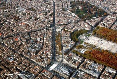 Vue aérienne de Bordeaux pendant le Marché de Noël Allées de Tourny