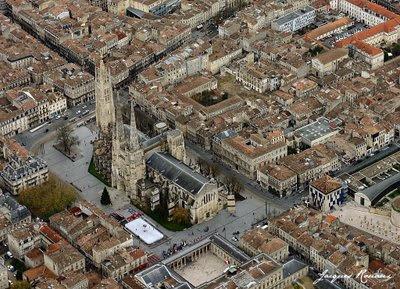 Vue aérienne de la patinoire en plein air de Bordeaux
