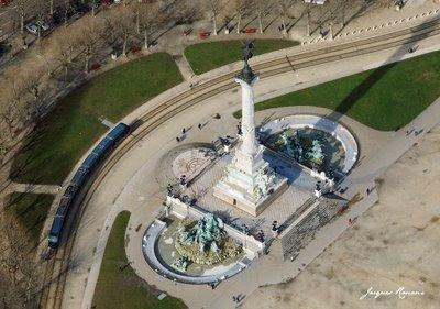 Vue aérienne du monument aux Girondins sur la place des Quinconces à Bordeaux
