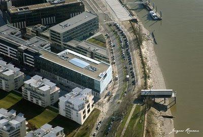 Photo aérienne des nouveaux bureaux du groupe Sud Ouest à Bordeaux Rive Droite