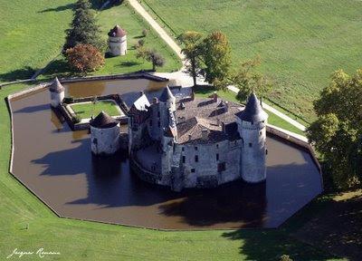 Vue aérienne détaillée du Château de Montesquieu