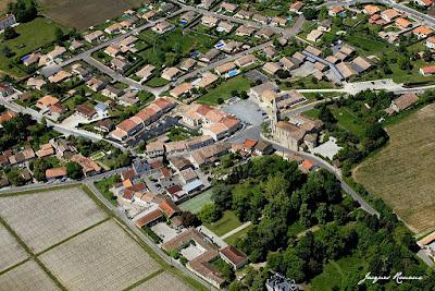 Vue aérienne de la commune de Martillac en Gironde