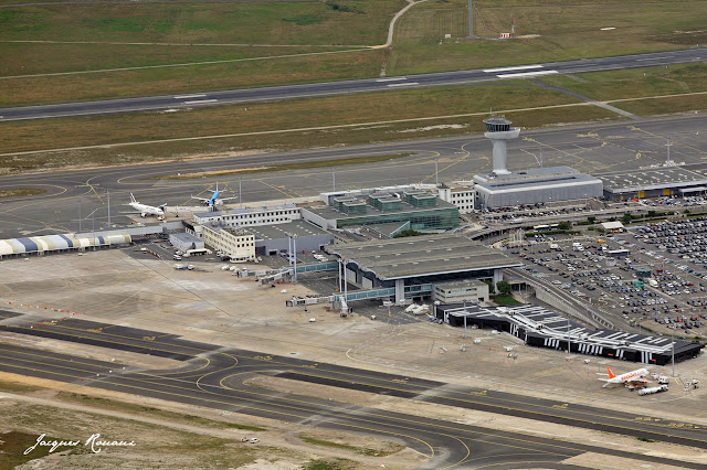 vue aérienne terminal low cost aéroport Bordeaux Mérignac
