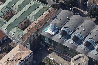 Vue aérienne du toit du tribunal de grande instance de Bordeaux