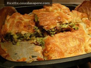 torta rustica broccoli e salsiccia sfornata