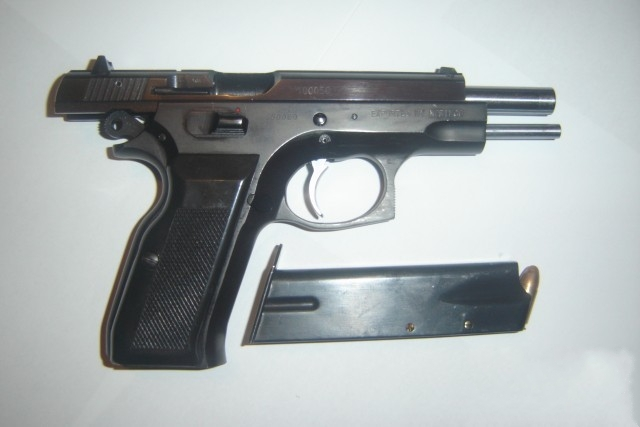 Norinco 9X19mm http://sferagunclub.blogspot.com/2011/01/norinco-nz-85b-9x19mm.html