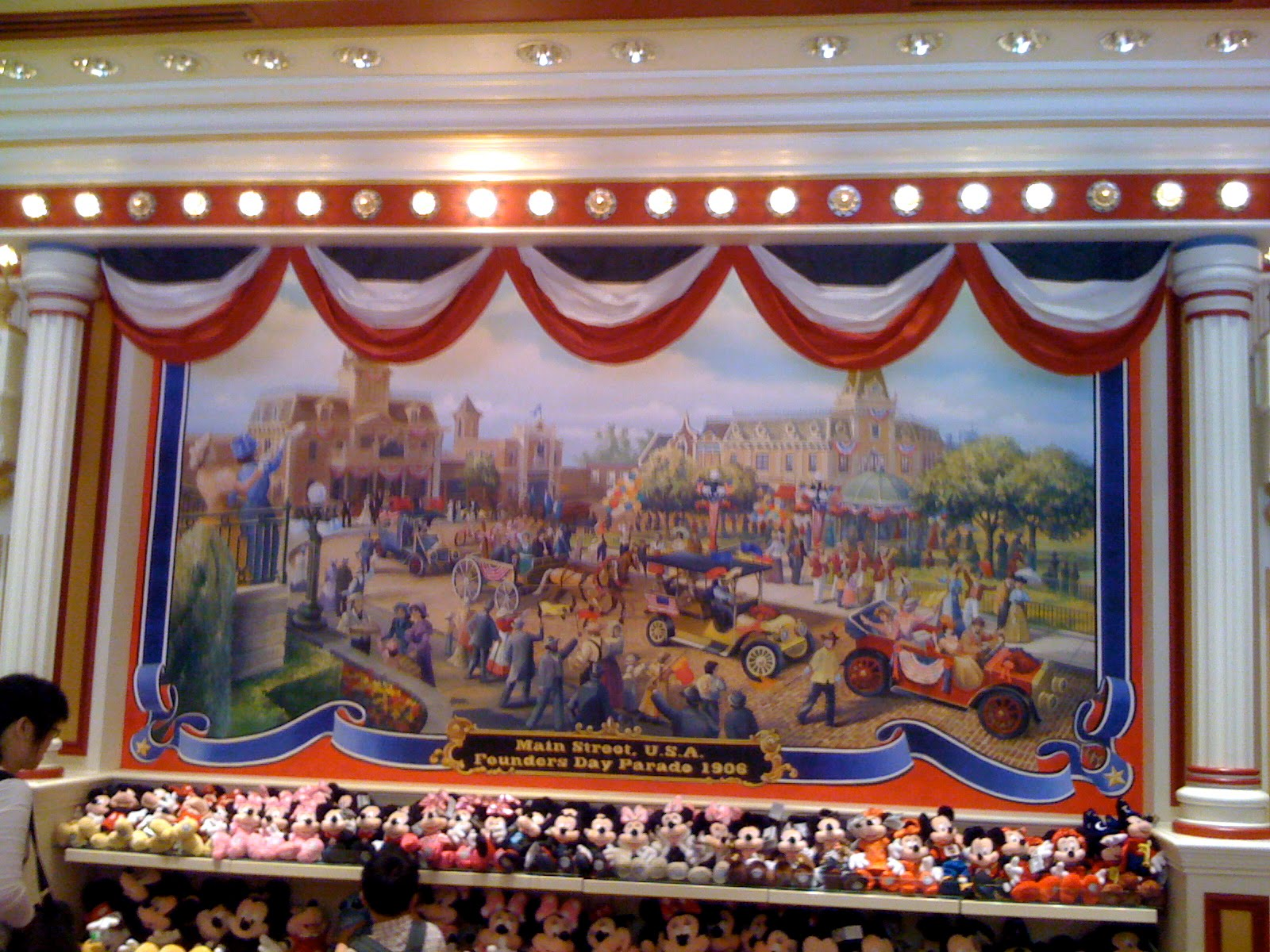 The golden mickeys hong kong disneyland 39 s main street for Disneyland mural