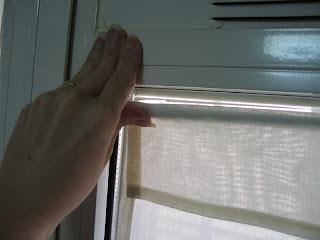 Manualidades sin salir de casa c mo colgar unas cortinas for Perchas para puertas sin agujeros
