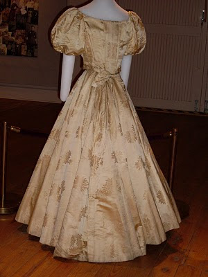 victorian clothing. Victorian Clothing: Fabrics of