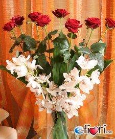 [8-rose-rosse-e-2-rami-orchidee-cymbi-bianche.137.medium]