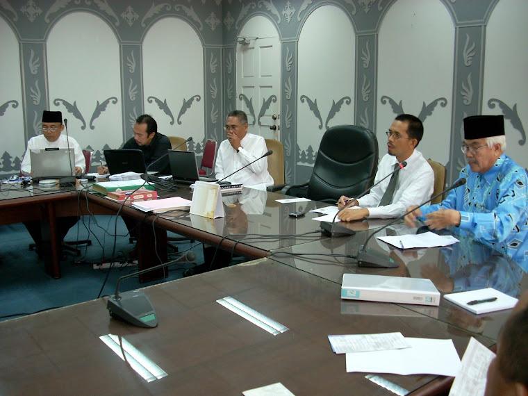 Pg Hj Mohd Salleh, Pengerusi KOKAMI, Hj Haris Bin Othman, ADO, Penghulu Mukim Berakas 'A'