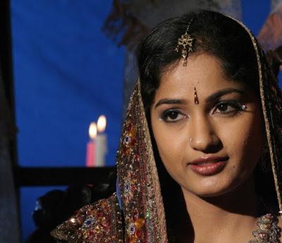telugu tv serial actress sex bomb MADHAVI LATHA exclusive saree photo stills