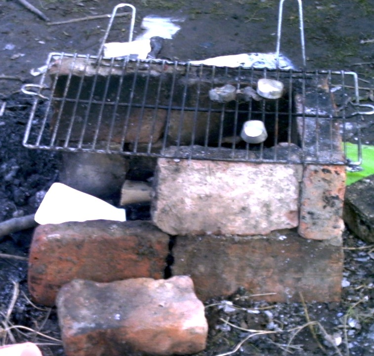 Garten-anders: Ein Grill, selbst gebaut von Kindern (10-14 ...