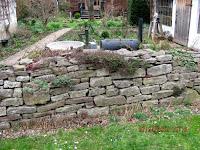 garten anders geschichtete natursteinmauer ohne einsturzgefahr gartengestaltung mit einer. Black Bedroom Furniture Sets. Home Design Ideas