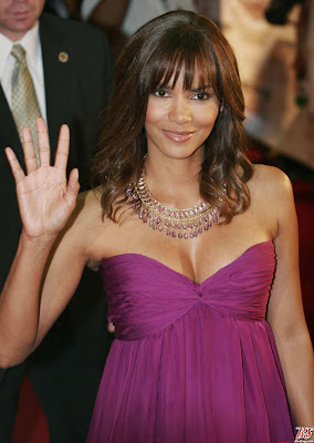 "Halle Berry dressed up for the premiere of ""Perfect Stranger"" in Mexico"