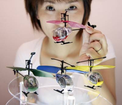 The world's smallest radio controlled helicopter  Heli-Q