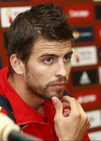 Pique urges Torres to leave