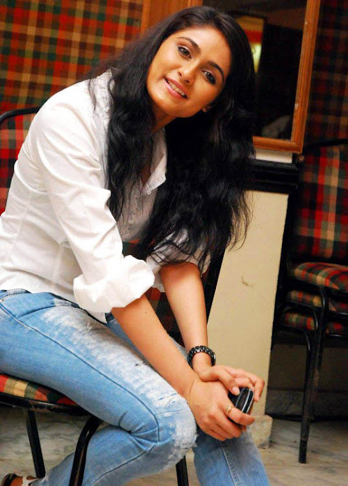 biyanka desai in tight jeanswhite shirt glamour  images