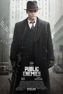 Inimigos Públicos Em download Inimigos Públicos John Dillinger (Johnny Depp) era um criminoso audacioso e violento, mas que atraía a opinião pública ao seu favor, principalmente, porque dizia retirar das instituições financeiras o dinheiro que elas roubavam do cidadão.
