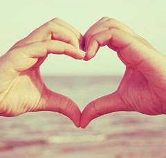 http://1.bp.blogspot.com/_54Q9Jb9NE78/SIkbSI_FouI/AAAAAAAAALY/aslUc2ADTeY/s400/heart+hands.jpg